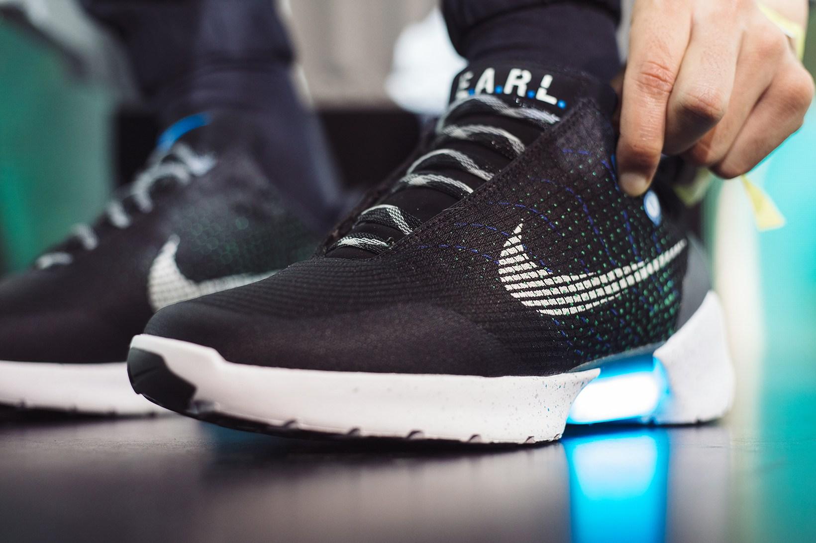 Nike entwickelt selbstschnürenden Schuh   Ein