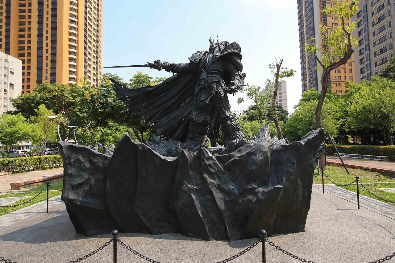 Forging a Hero – Arthas Statue